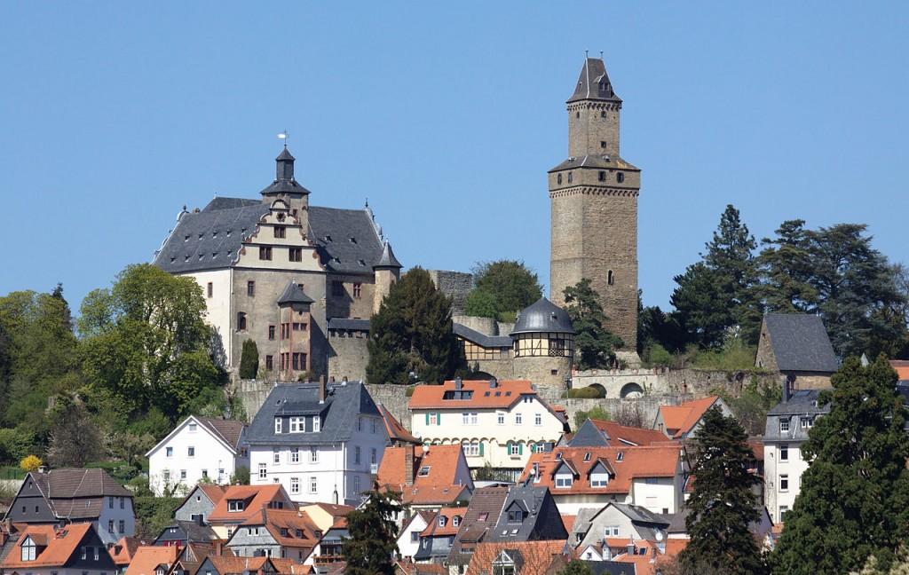 1280px-Burg-Kronberg-JR-E-65-2010-04-18